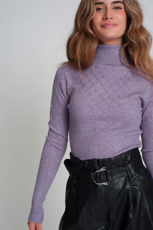 Suéter suave ajustado color morado de punto con cuello alto