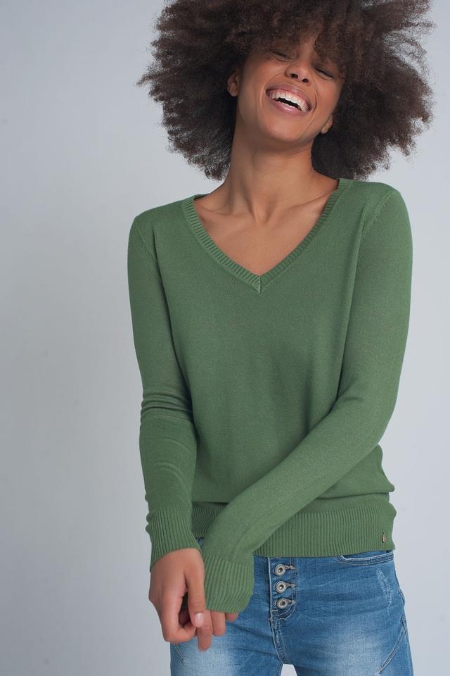 Jersey basico suave con cuello pico en color verde