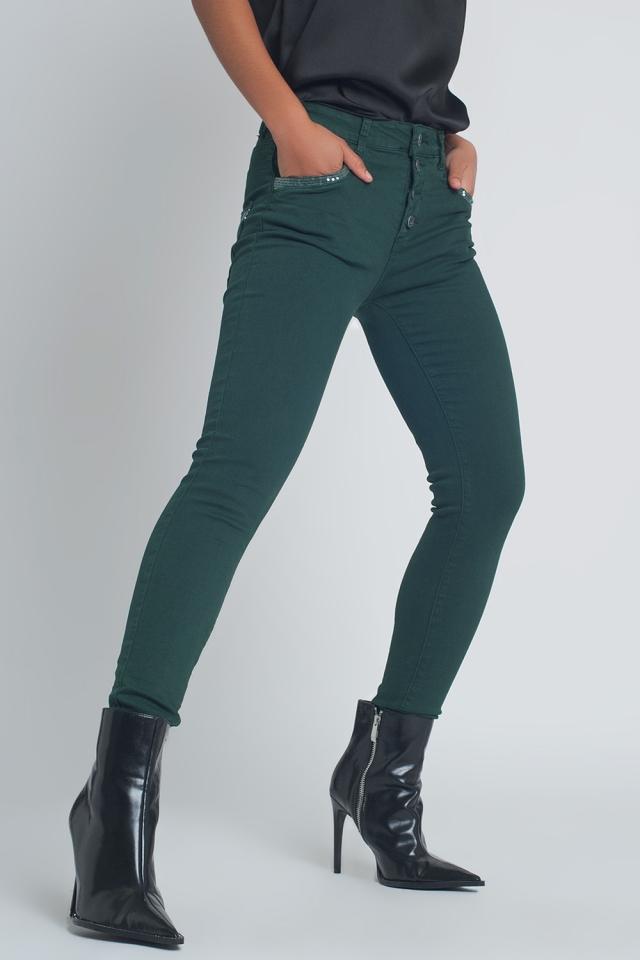 Pantalon verde boyfriend con detalles en bolsillo de lentejuelas