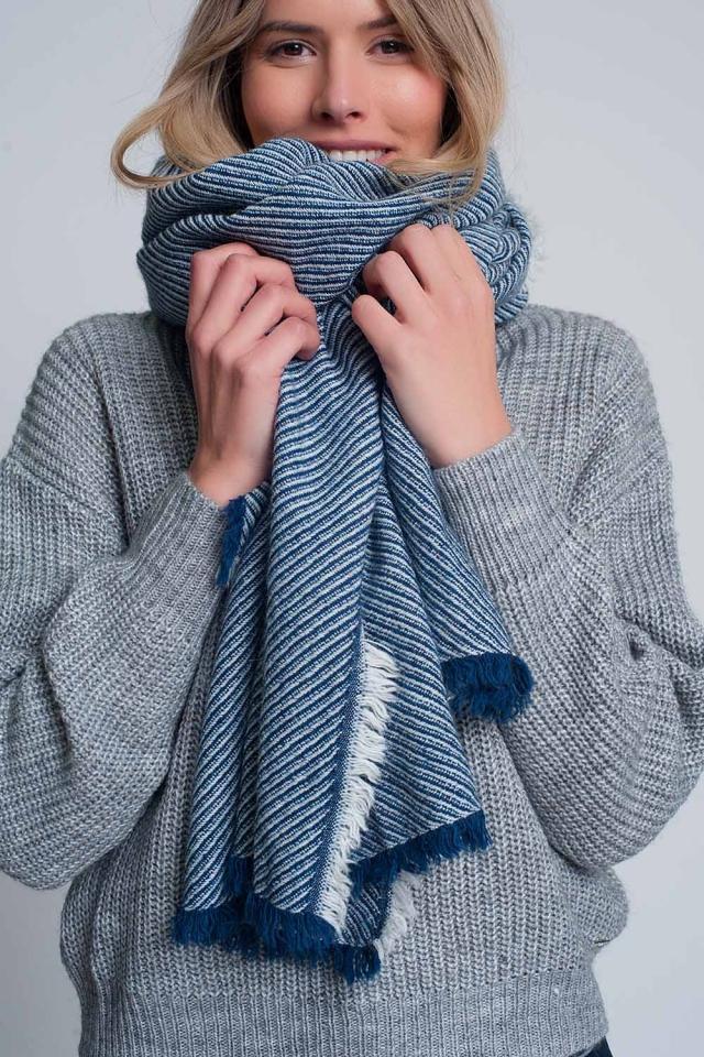 bufanda azul extragrande deshilachada