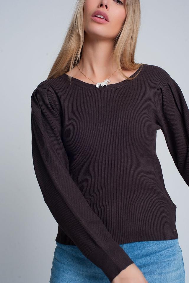 Jersey marron de punto de canalé con cuello redondo y mangas largas
