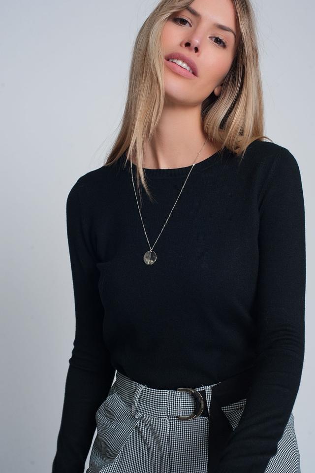 Jersey negro de punto con cuello redondo y diseño liso