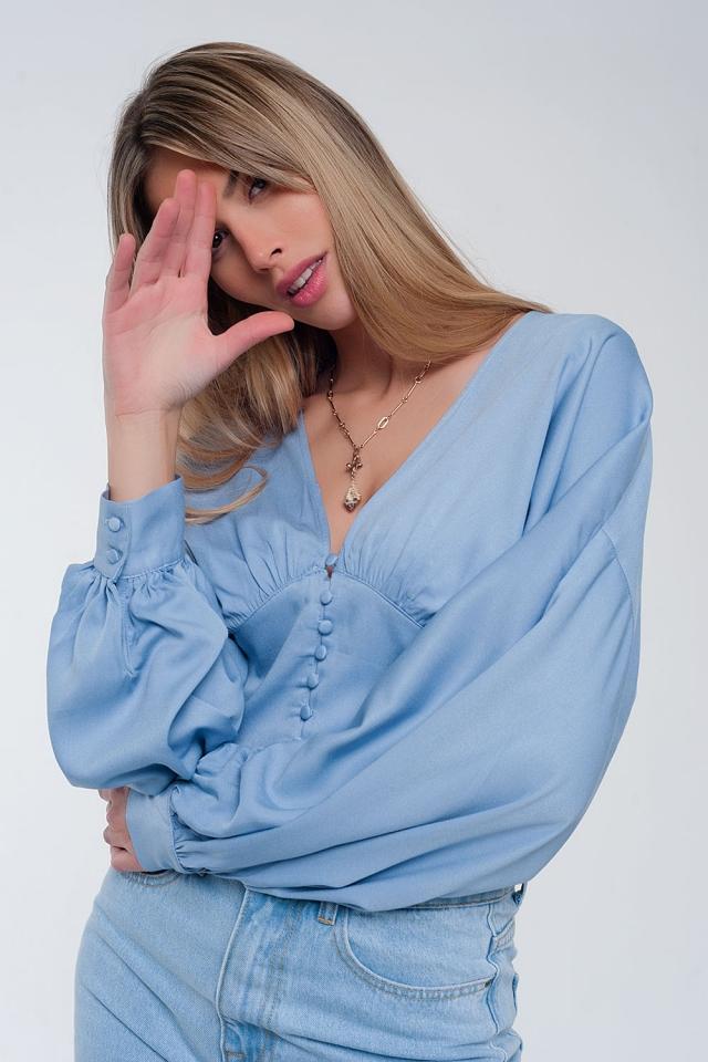 Top con mangas abombadas en azul