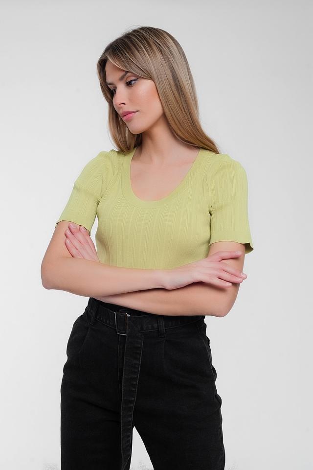 Jersey verde de manga corta con cuello ancho