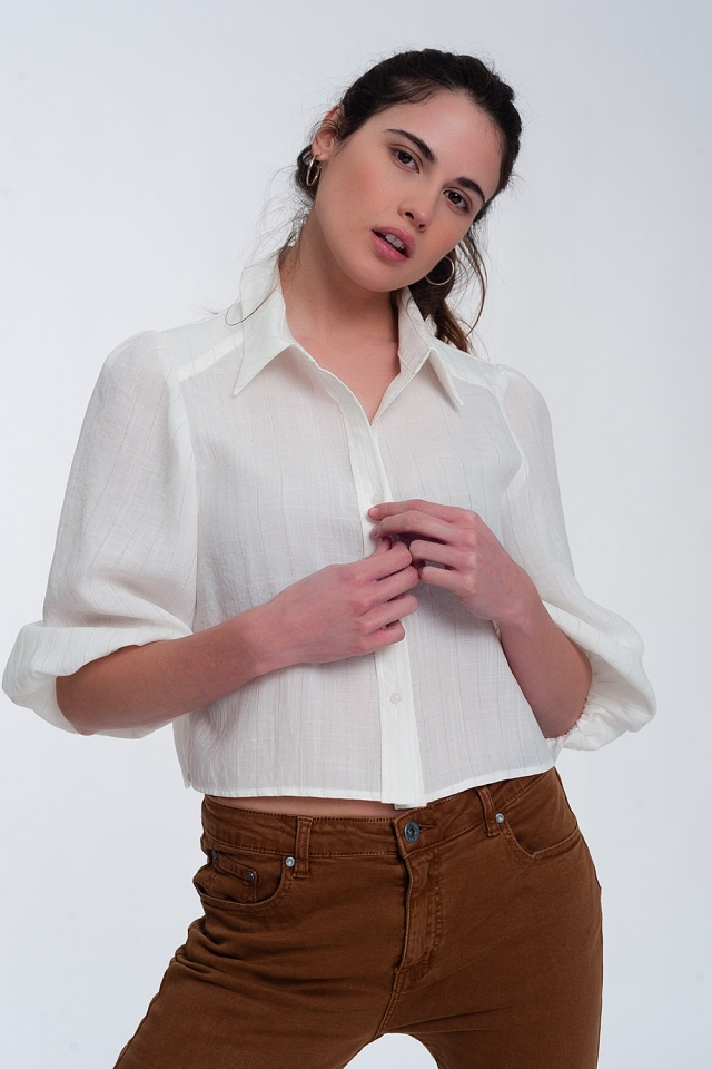 Camisa corta con manga abullonada en color crema