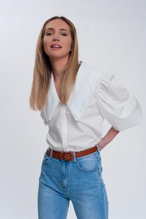 Camisa en blanco con cuello extragrande