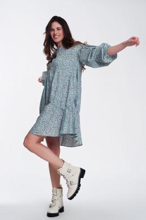 Vestido corto turquesa amplio con bajo con volante mangas abullonadas y flores