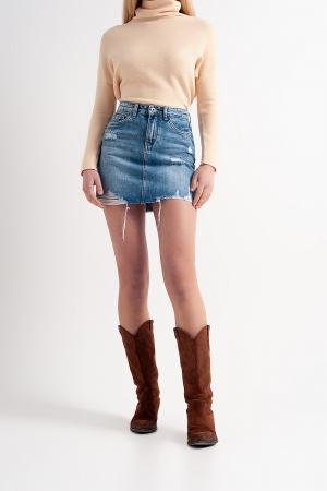 Minifalda vaquera con bajo sin rematar