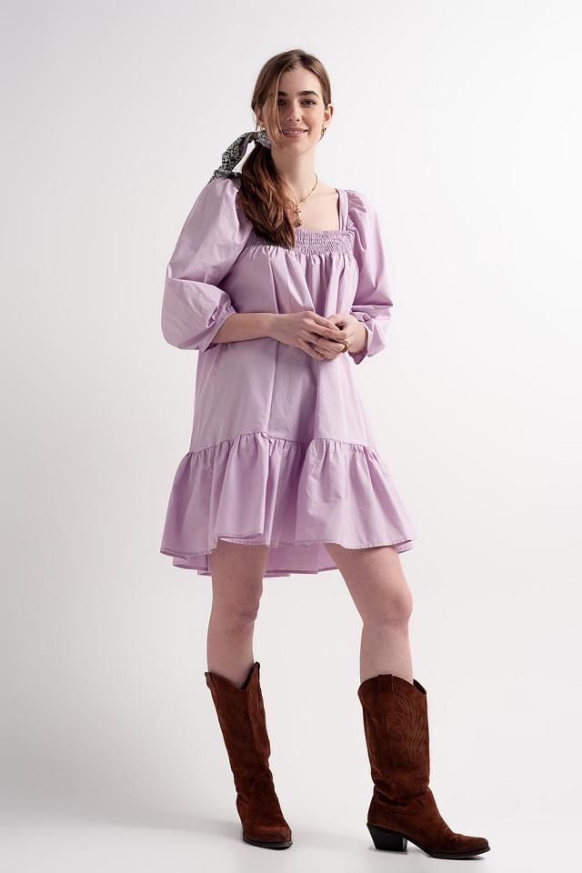 Vestido corto y amplio de popelina de algodón con sobrefalda en el bajo en morado