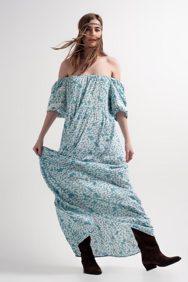 Vestido largo con hombros caídos y diseño fruncido con estampado de flores color turquesa