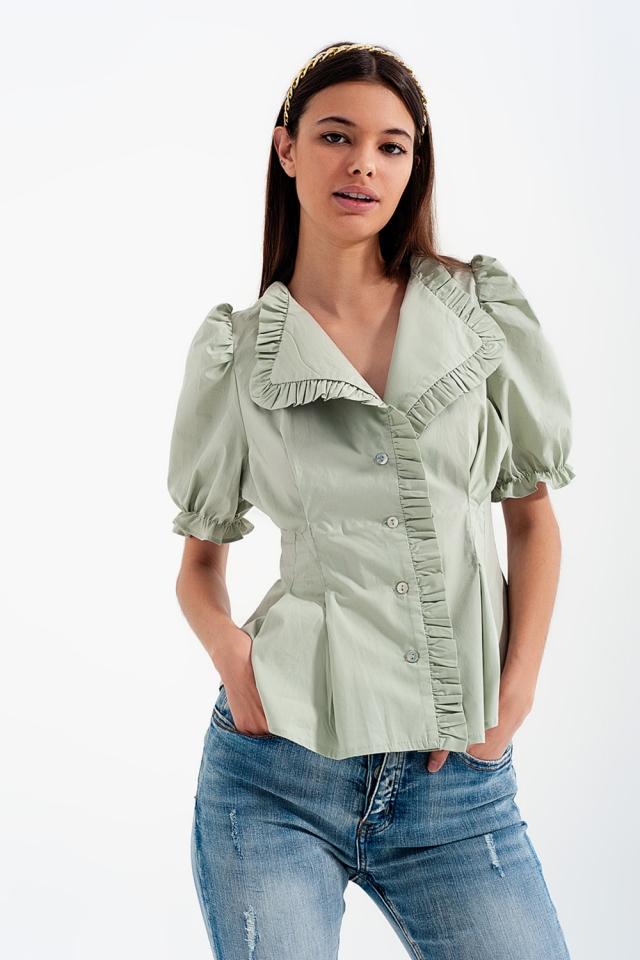 Blusa verde con detalle de volantes y diseño cruzado de popelina