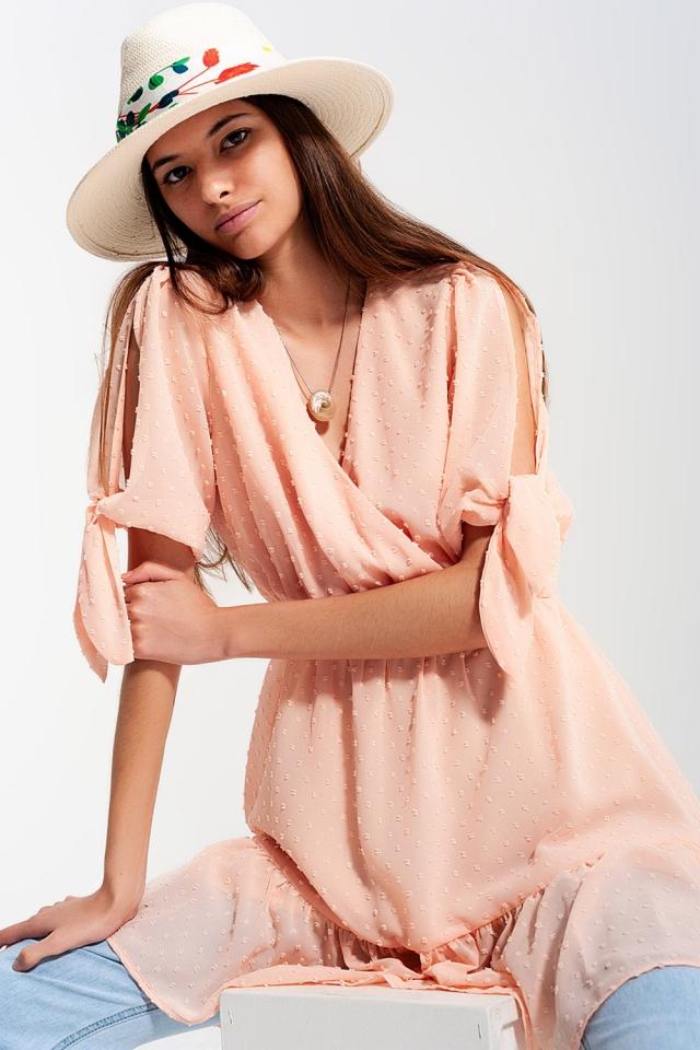 Vestido de plumeti con lazada en las mangas en rosa