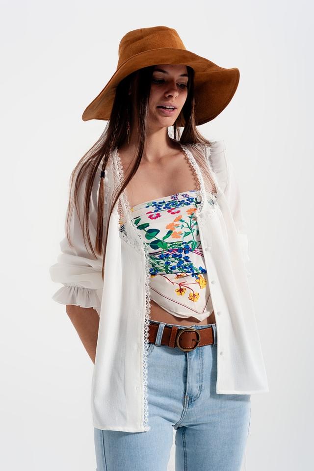 Camisa con aplicación de encaje en color crema