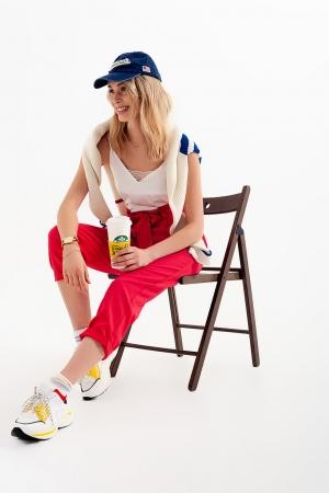 Pantalones paperbag con cinturón y  tiro alto en rojo