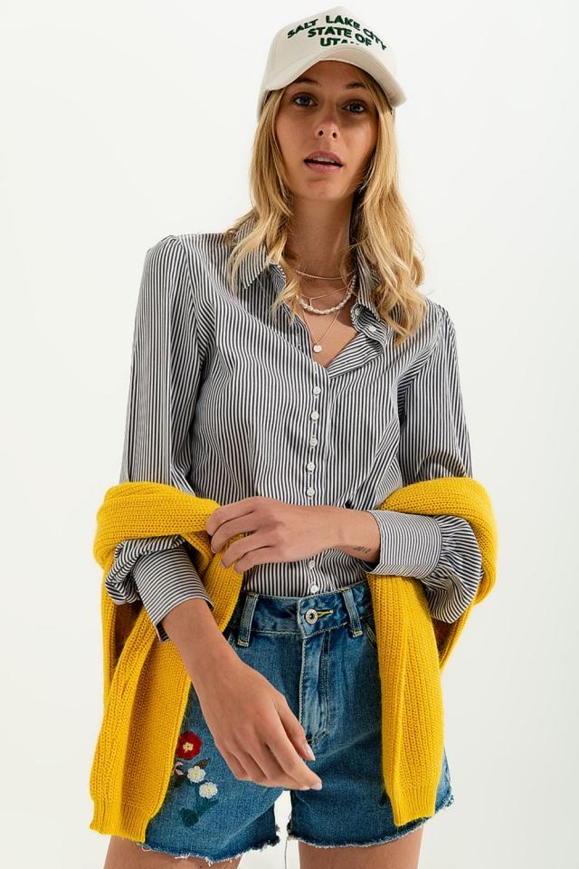 Camisa con manga con volumen y estampado de rayas en gris