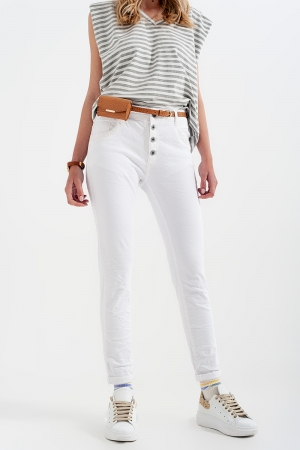 Pantalon blanco boyfriend con detalles en bolsillo de lentejuelas