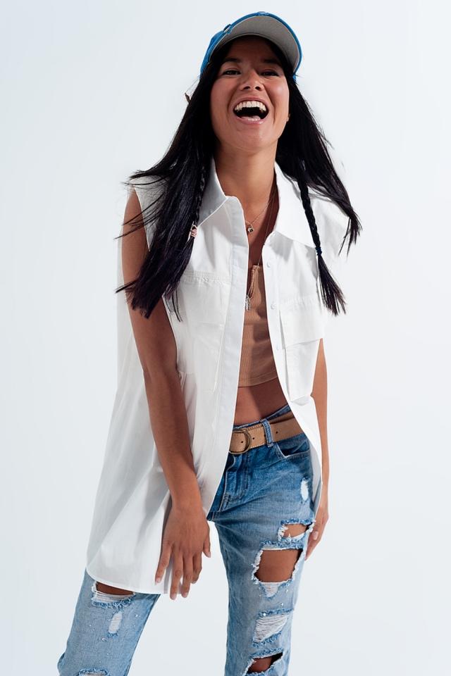 Camisa blanco holgada de popeline sin mangas con hombreras y bolsillos utilitarios