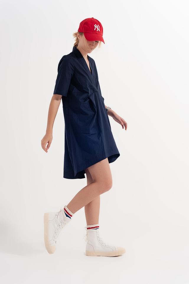 Vestido amplio corto en color azul marino a capas