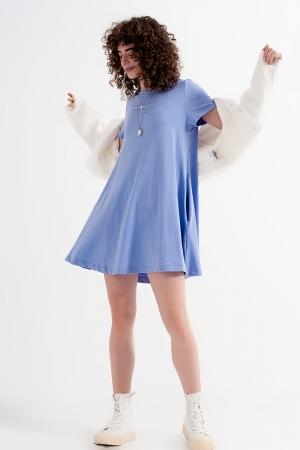 Vestido estilo camiseta con vuelo y bolsillos ocultos en lila