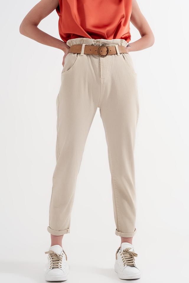 Vaqueros Mom con cintura elástica paperbag en beige
