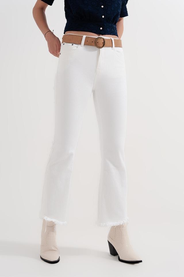 Pantalones rectos en blanco con tobillos anchos