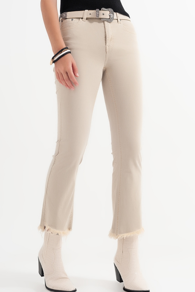 Pantalones rectos en beige con tobillos anchos