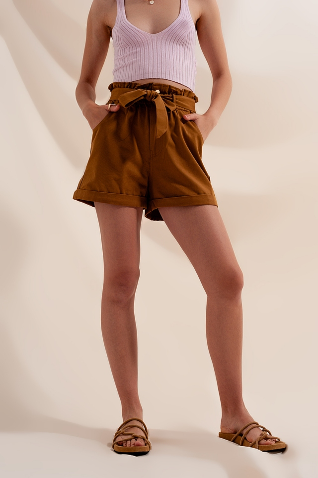 Shorts Camel con cinturón