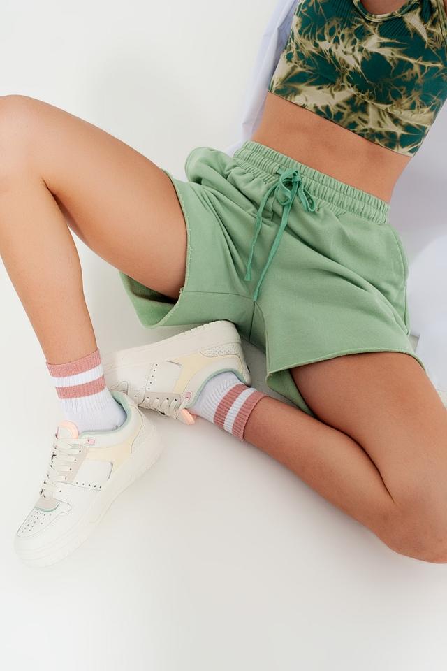 Shorts cortos verdes de corte slim de punto