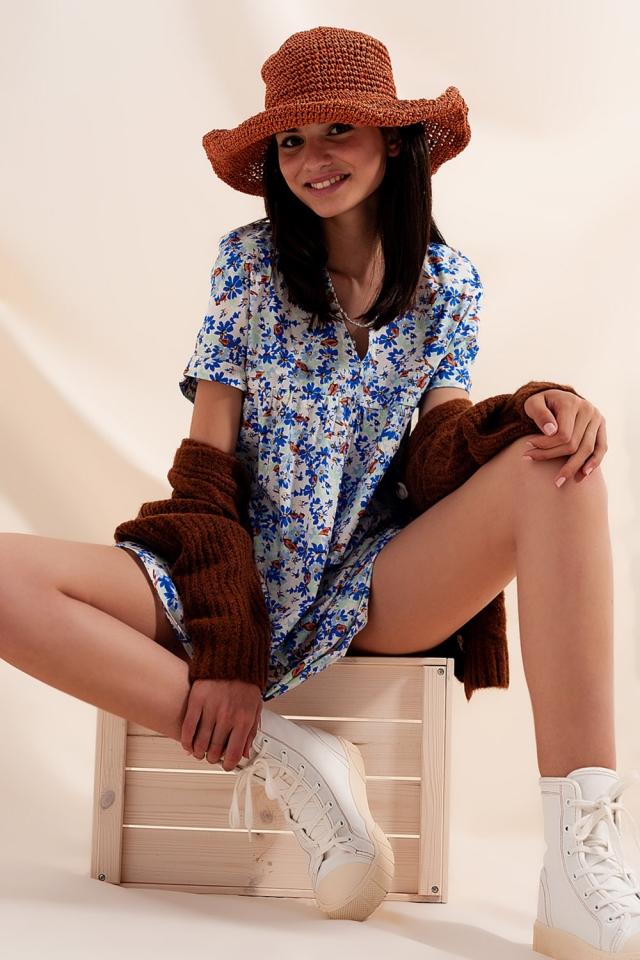 Vestido corto estilo babydoll en algodón con diseño floral en azul