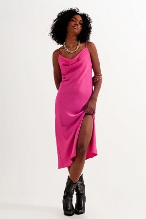 Vestido rosa intenso de tirantes finos de satén