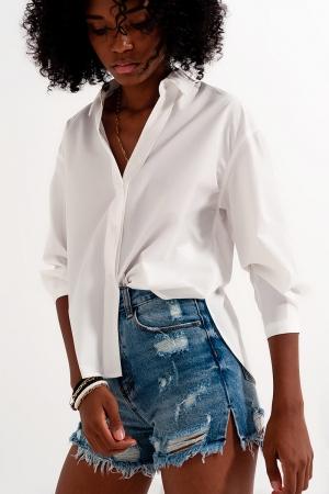 Camisa blanca con cuello de solapas