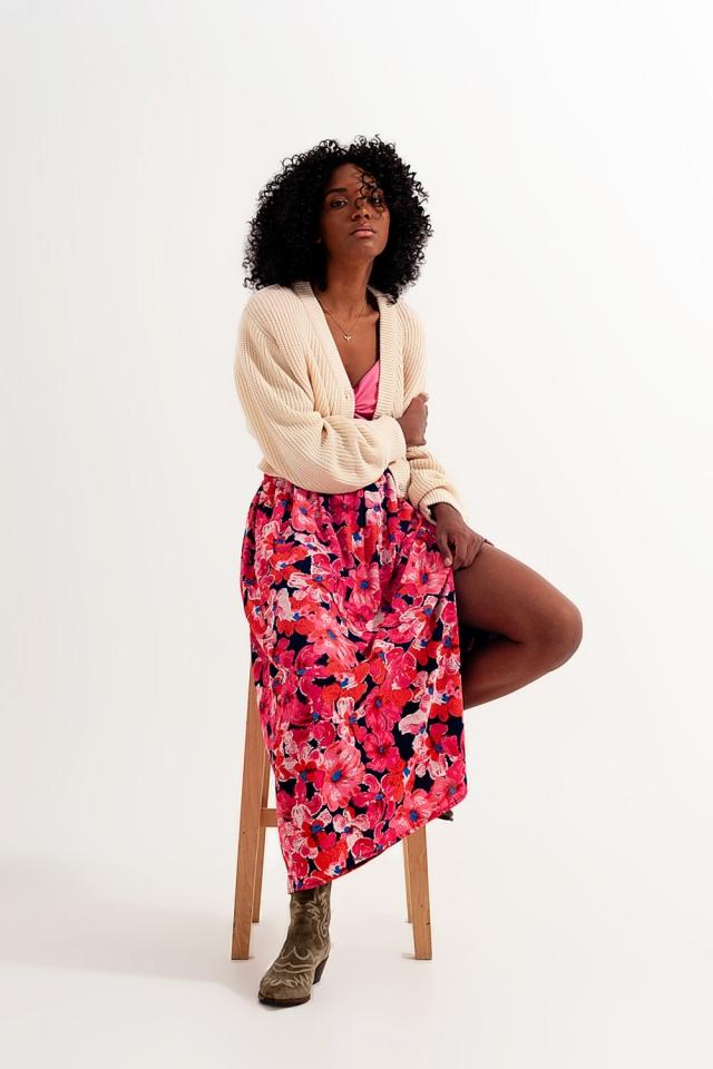 Falda con estampado de flores en color rosa intenso