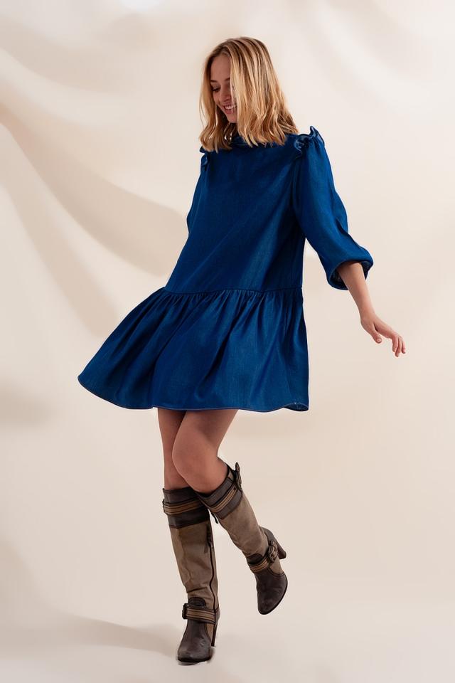 Vestido vaquero corto amplio con falda escalonada
