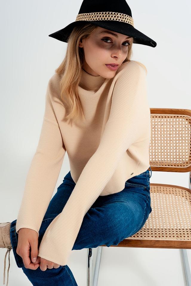 Jersey de cuello alto en canalé color beige