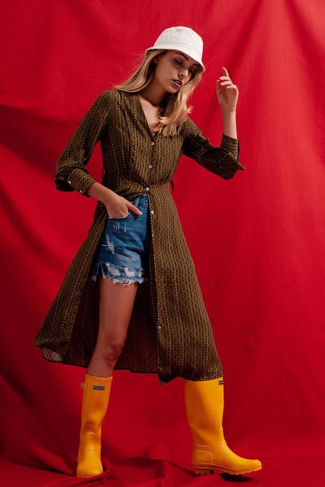 Vestido camisero semilargo con estampado de cuadros