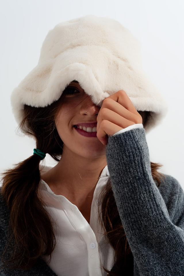 Sombrero reversible de pescador en crudo con forro de borreguito