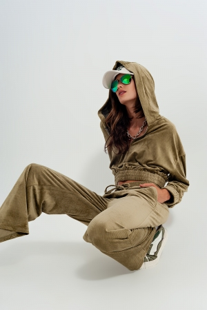 Pantalon verde con cordón ajustable de pana