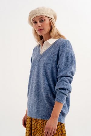 Jersey azul con cuello de pico