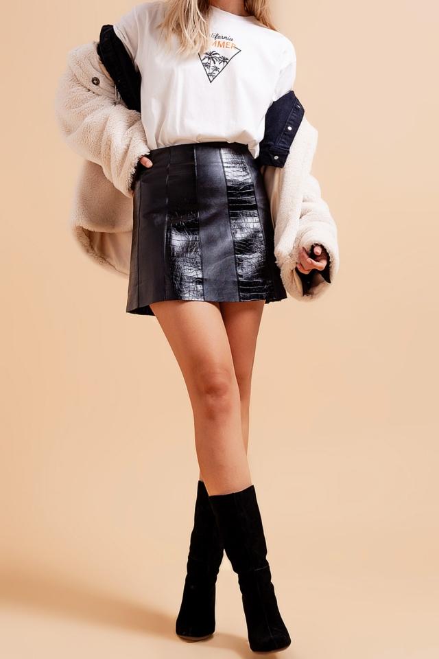 Minifalda negra de efecto cuero con diseño de cocodrilo