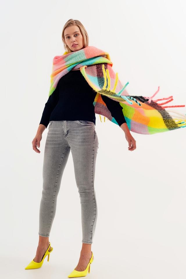 Bufanda de colores pastel con diseño color block