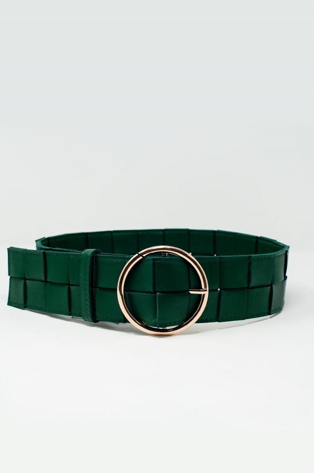 Cinturón verde con hebilla dorada