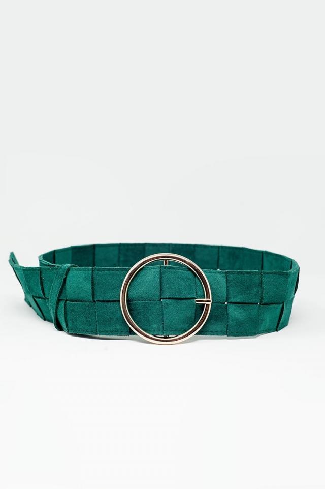 Cinturón verde con trenzado cuadriculado y hebilla circular